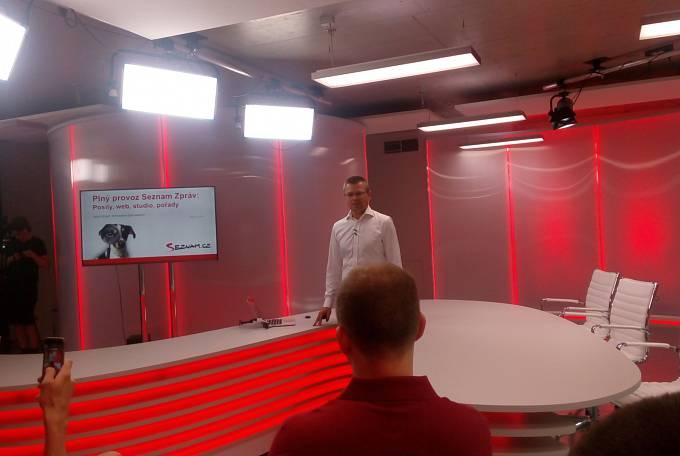 Šéfredaktor zpravodajství Seznamu Jakub Ungr v novém studiu
