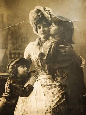 Prababička Elvíry Filipovičové s dětmi v roce 1885