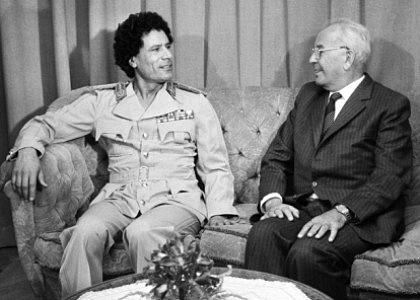 Konce diktátorů bývají různé – na rozdíl od Gustáva Husáka (zemřel roku 1991vústraní vBratislavě) skončil libyjský Muammar Kaddáfí vroce 2011zastřelením na útěku.