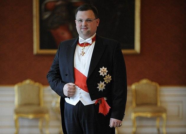 Zemanův hrdý ceremoniář se svatořehořským řádem od papeže
