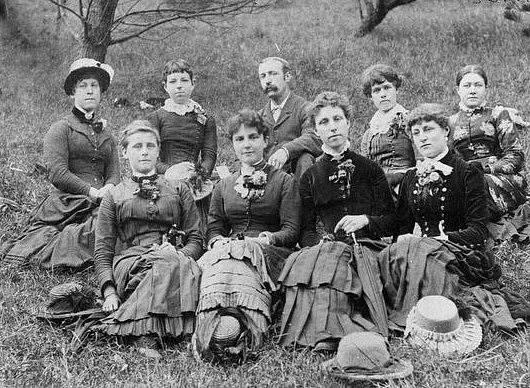 Na počátku 20. století bylo učitelkám zapovězeno vdát se a mít děti.