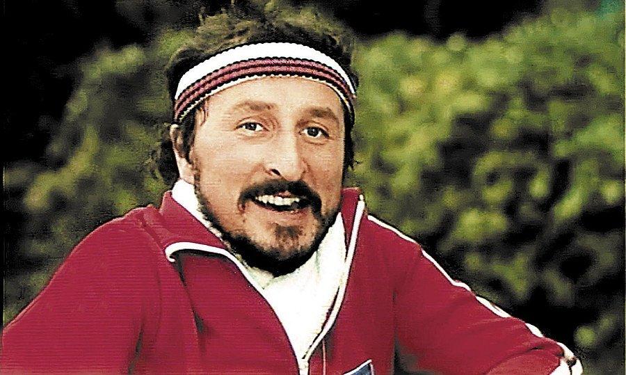 Teplákovky v 80. letech frčely. Vzpomínáte, jak v jedné rád běhal Emil Nádeníček z Básníků?