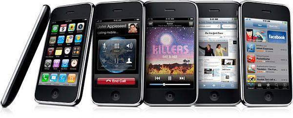 V létě 2008 pak přišel na světlo iPhone 3G, který o rok později následoval vylepšený 3GS (na snímku).