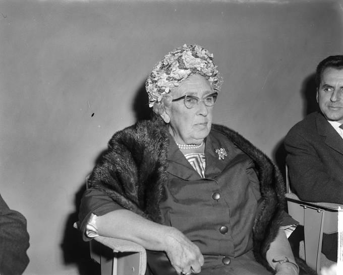 Agatha Christie na návštěvě Holandska, kam přijela jako již světoznámá spisovatelka.