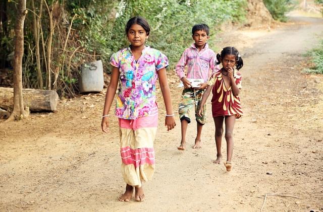 Dospívající dívky v Indii ročně zameškají až 50 dnů školy kvůli tomu, že během menstruace zůstávají doma.