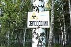 Na radioaktivitu upozorňují cedule