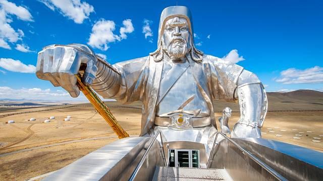 Největší Čingischánova socha na světě má 40 metrů do výšky.