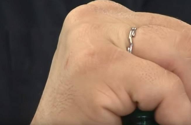 Službu může prokázat i prsten.