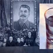 Josif Stalin pořádal hostiny, při nichž hosté museli vypít nebezpečné množství alkoholu.
