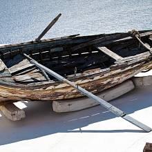 Odsouzenec byl přivázán k loďce, pomazán medem a ponechán na pospas hmyzu.