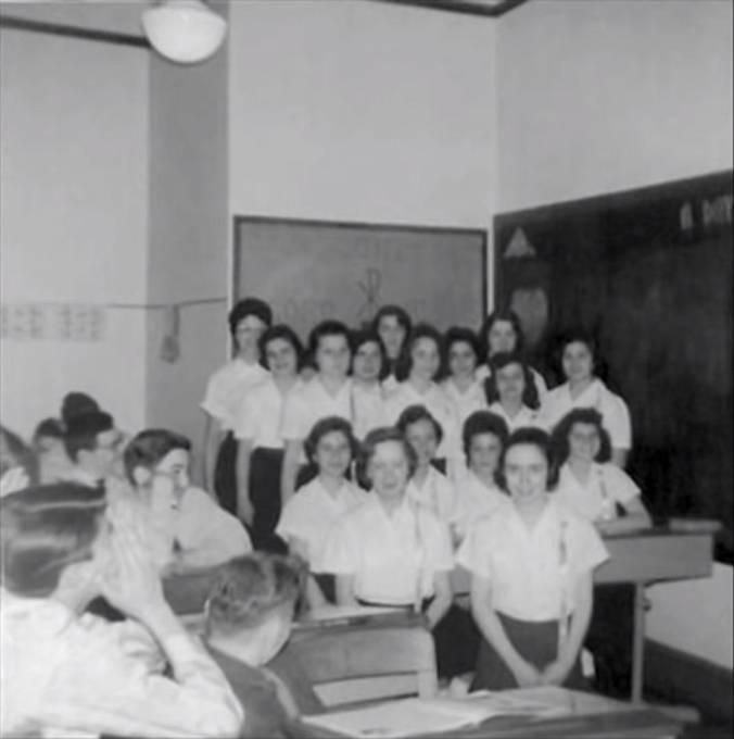 Církevní školu navštěvovaly zejména děti přistěhovalců
