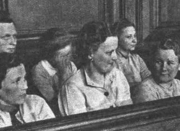 Jenny-Wanda Barkmann (v druhé řadě vpravo)