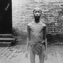 Jedna z obětí velkého čínského hladomoru.