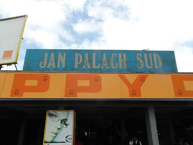 Autobusové nádraží v největším městě Curepipe nese jméno českého hrdiny.