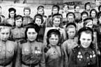 Nina Lobkovská (v popředí) a její rota