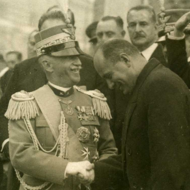 Mussolini jako poslušný premiér krále Viktora Emanuela III.