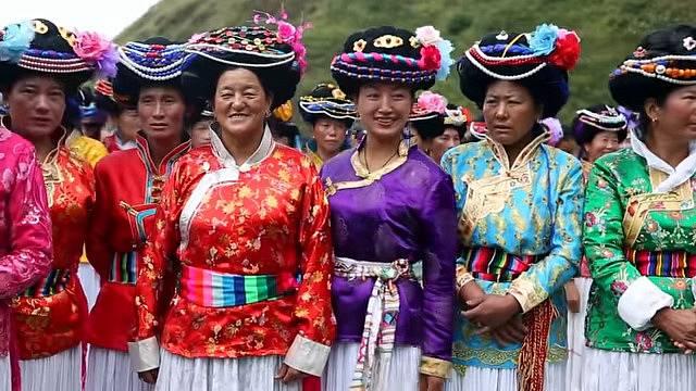 Ženy z etnika Mosuo nehodlají žít s muži pod jednou střechou.