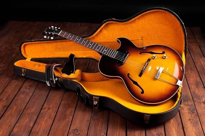 Elektrická kytara Gibson 1975 Deluxe Goldtop