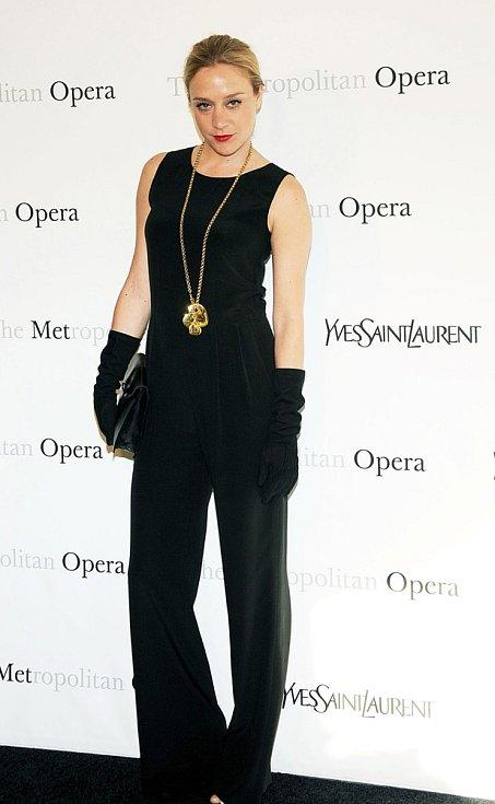 Róby YSL často oblékají hvězdy Hollywoodu: Chloë Sevigny
