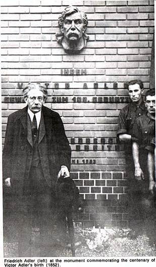 Atentátník Friedrich Adler navštívil vroce 1952rakouský památník svého otce Victora Adlera, zakladatele rakouské sociální demokracie