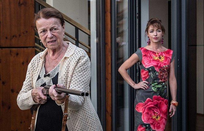 Iva Janžurová a Tatiana Vilhelmová v černé komedii Teroristka