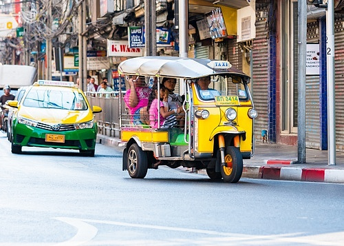 Ola zahrnuje nejen klasické taxi vozy, ale itzv. rikši.