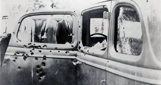 Ford obou zločinců poté, co ho rozstřílela policie