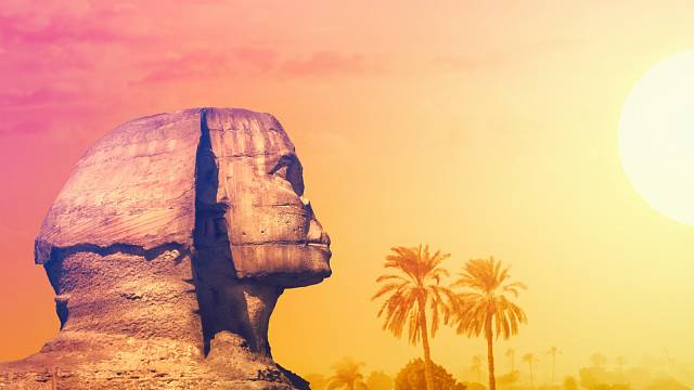 Dvakrát ročně zapadá slunce za pravé rameno Sfingy...