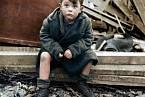 Opuštěný chlapec - foto: Toni Frissellová