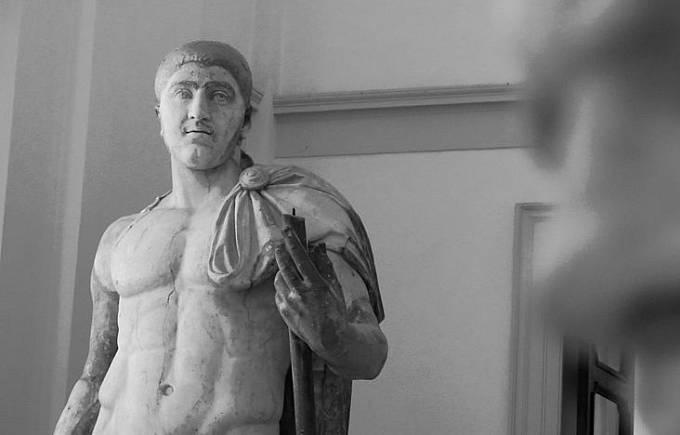 Socha císaře Elagabala v podobě Hercula, jíž byly dodatečně přidány rysy obličeje Elagabalova následovníka Alexandera