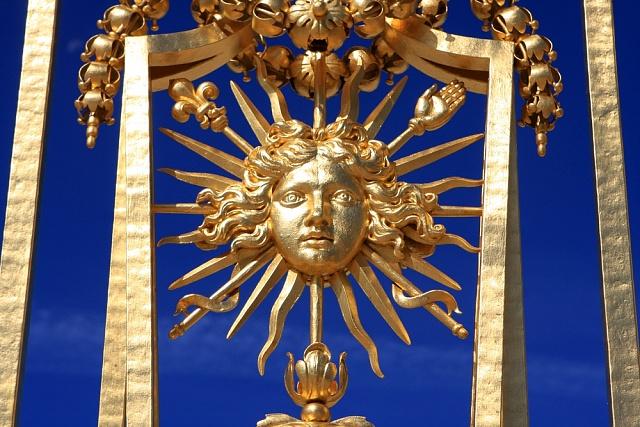 Detail brány versailleského paláce - motiv slunce