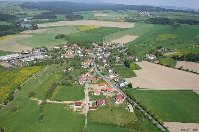 Nová výstavba na vesnicích už schovem hospodářských zvířat nepočítá, domy vesměs už nemají ani sklepy.