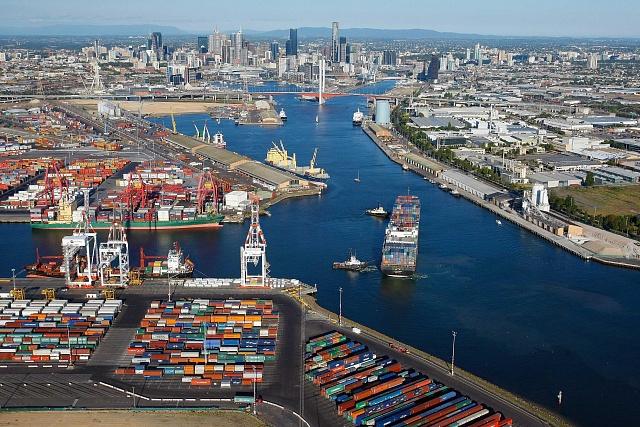 Přístav vaustralském Melbourne, který si letos na 50let pronajalo sdružení suverénních a penzijních fondů.