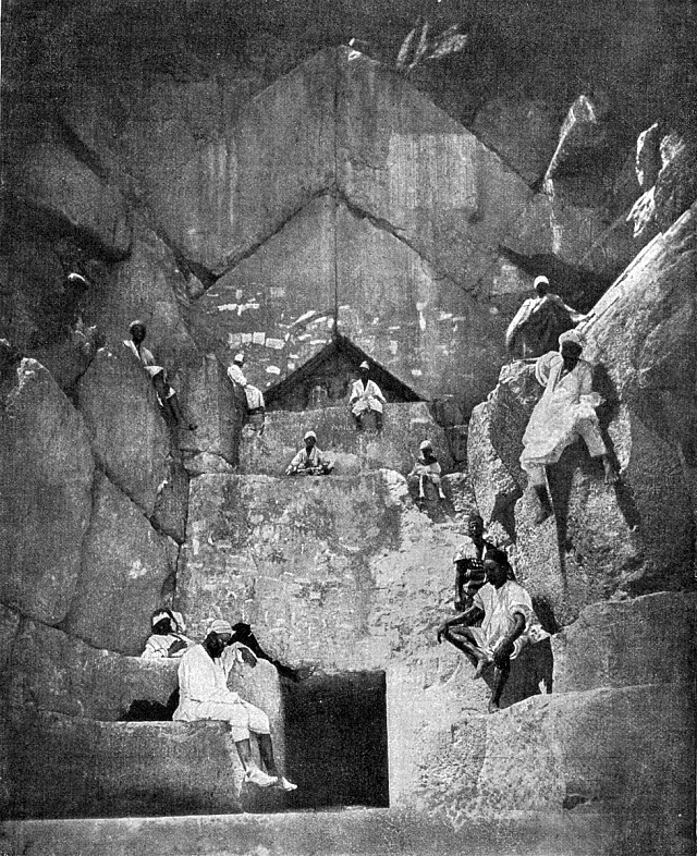 Vstup do Cheopsovy pyramidy, která podle Dr. Boulter sloužila jako elektrárna.