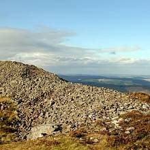 Pozůstatky pevnosti Tap o' Noth ve Skotsku