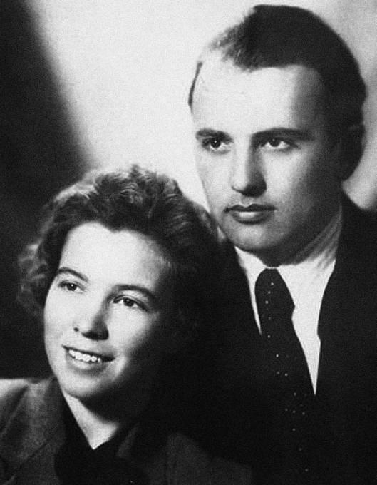Raisa Gorbačovová s manželem Michailem zamlada