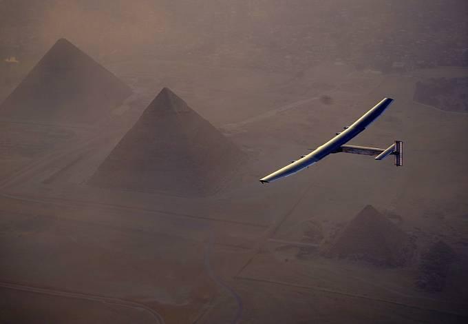 16. etapa: Předposlední etapa zavedla pilota ze španělské Sevilly do Egypta.