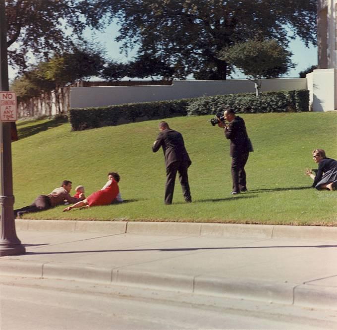 Newmanovic rodina se snažila chránit své děti před palbou