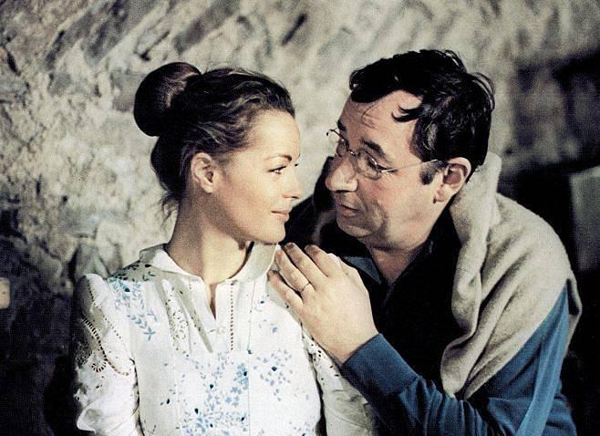 Film Stará puška, v hlavních rolích Philippe Noiret a Romy Schneider