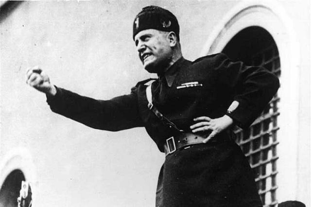 Řečnící italský fašistický diktátor Benito Mussolini vroce 1930