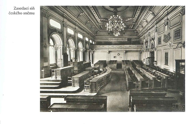 Tady byly schváleny fundamentálky: historický sál českého zemského sněmu, dnešní Poslanecká sněmovna