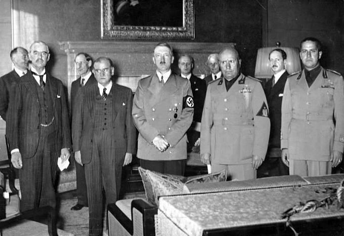 Mnichovské konference se zúčastnili britský premiér Neville Chamberlain, francouzský premiér Edouard Daladier, německý vůdce Adolf Hitler a italský duce Benito Mussolini