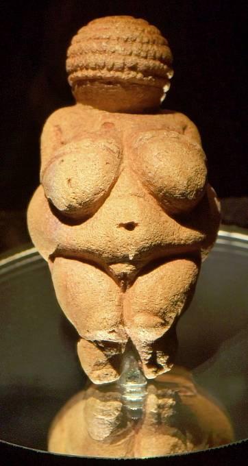 Willendorfská venuše patří k nejzachovalejším pravěkým soškám vůbec