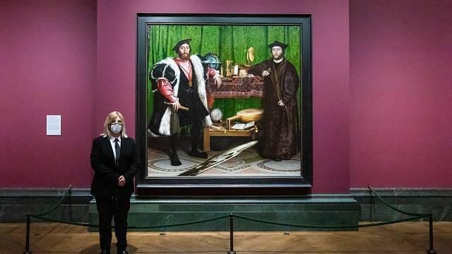 Vyslanci jsou k vidění v londýnské Národní galerii.