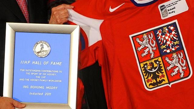 Do hokejové síně slávy byl Bohumil Modrý uveden až posmrtně.