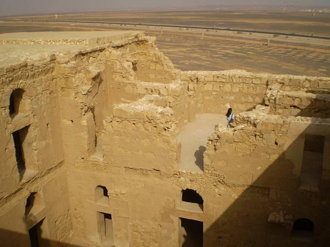V Kasr Harrána se prý scházívala syrská aristokracie a beduíni.
