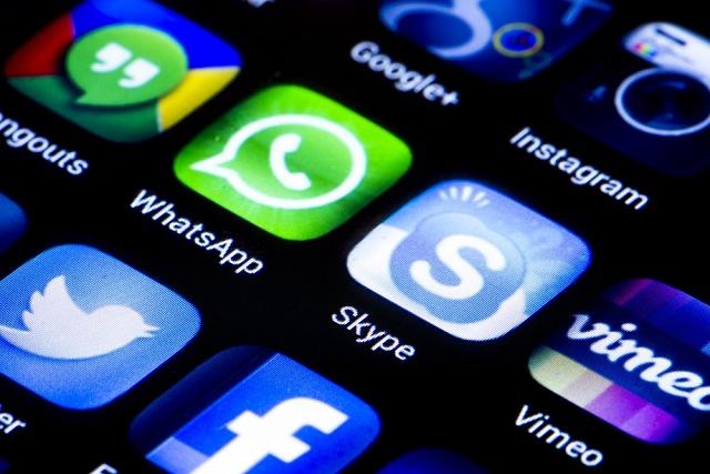 """EU si chce posvítit na komunikační """"over-the-top"""" služby jako WhatsApp či Skype"""