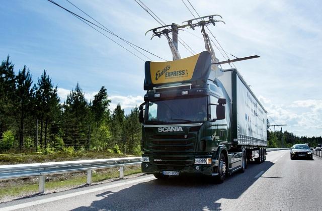 Elektrifikovaný kamion Scania poháněný tzv. vodivým elektrickým pohonem.