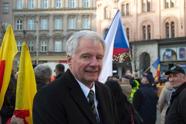 Miroslav Sládek na demonstraci na Náměstí Svobody vBrně
