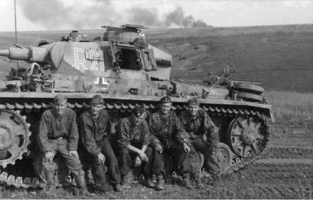 """Posádka tanku Pz.Kpfw. III z2. tankové divize SS """"Das Reich"""""""